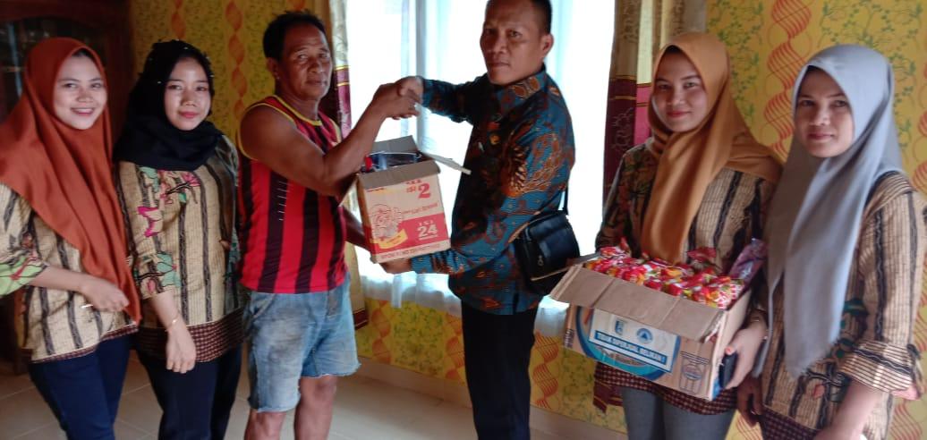 """Kepala Desa Kagungan Ratu """"Heri"""" Langsung Bagikan Bantuan Kepada Warga Korban Banjir"""